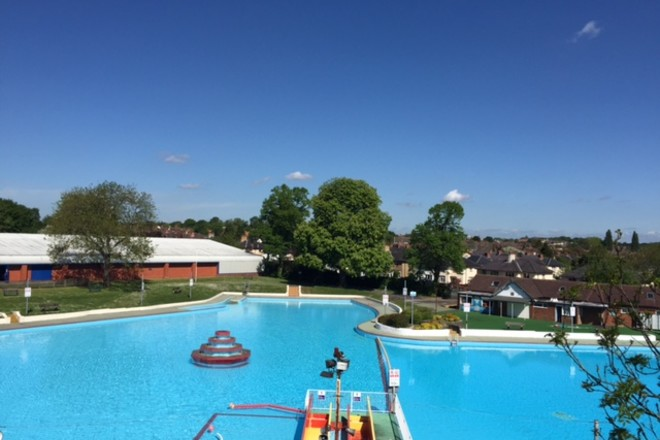 24 of the best outdoor swimming pools and lidos in the uk netmums for Aldershot swimming pool burlington