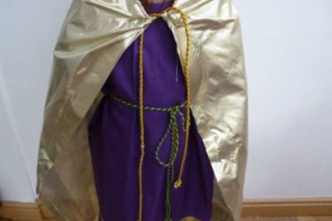 How to make a nativity costume for a kingwise man netmums next make a cape we made ours out of shiny gold fabric velvet would work well too you can again decorate your cape too here is how to make a cape its solutioingenieria Gallery